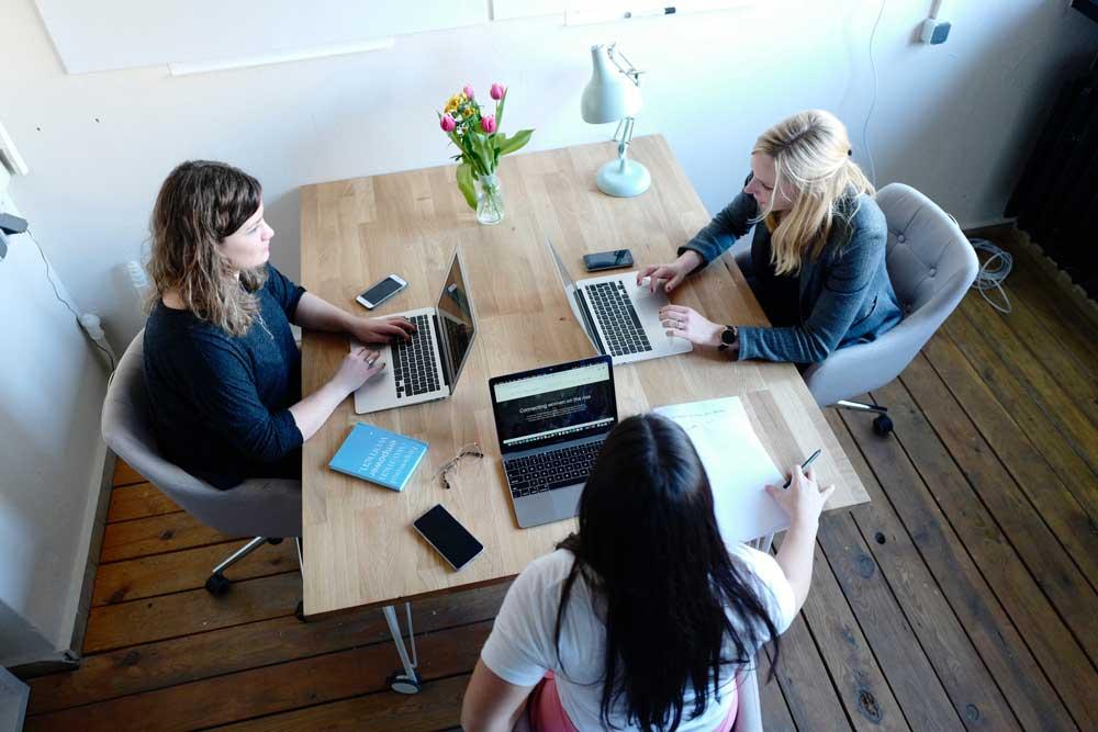 Små-virksomheter-medarbeidersamtale